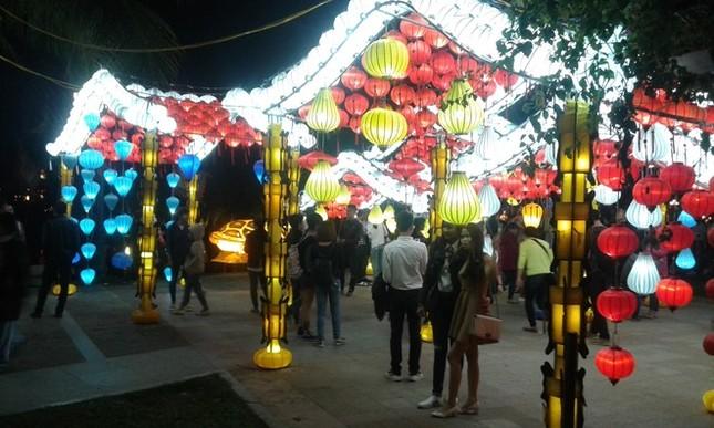 Hàng ngàn du khách đổ về Liên hoan ẩm thực quốc tế Hội An 2016 - ảnh 1
