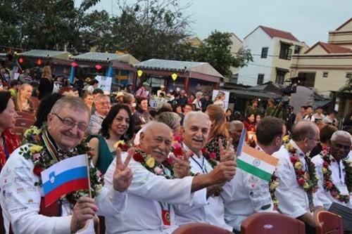 Hàng ngàn du khách đổ về Liên hoan ẩm thực quốc tế Hội An 2016 - ảnh 2