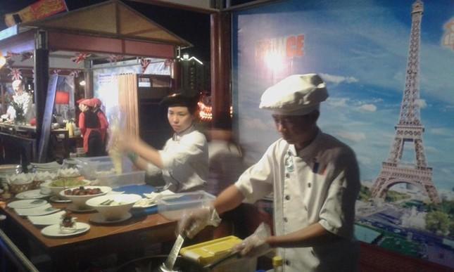 Hàng ngàn du khách đổ về Liên hoan ẩm thực quốc tế Hội An 2016 - ảnh 3