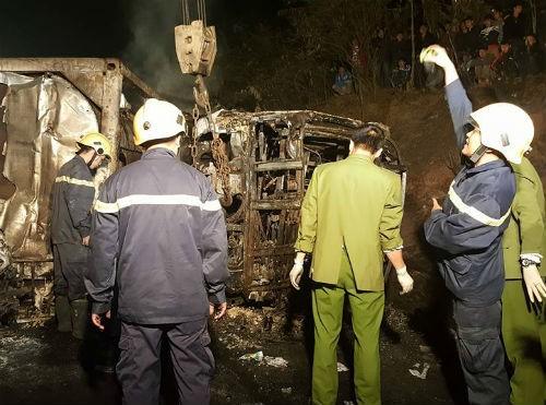 Điều tra nguyên nhân vụ tai nạn xe bồn tông xe khách ở Thung Khe - ảnh 1