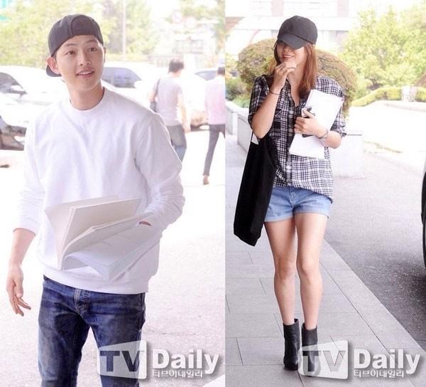 Song Hye Kyo - Song Joong Ki diện vòng đôi, công khai hẹn hò? - ảnh 4