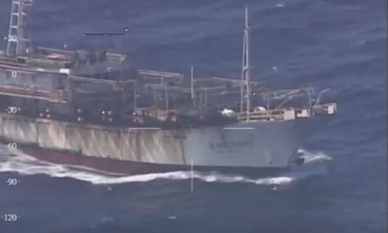 Cảnh sát biển Argentina nổ súng bắn chìm tàu cá TQ [VIDEO] - ảnh 1