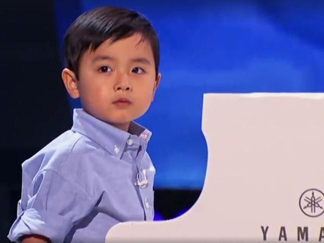 Người Mỹ 'phát cuồng' vì thần đồng piano gốc Việt 4 tuổi rưỡi - ảnh 1