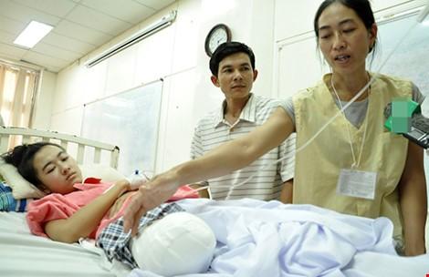 Nữ sinh bị cưa cụt chân: Bệnh viện hứa lo lâu dài - ảnh 1