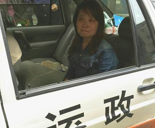 Cô gái Việt ở Trung Quốc bất ngờ lao khỏi ô tô kêu cứu - ảnh 1