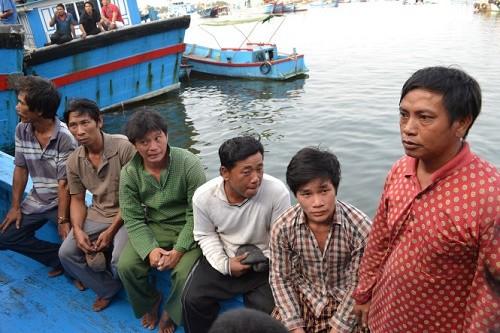 Tàu sắt có chữ Trung Quốc 'tông' chìm tàu Việt Nam - ảnh 1