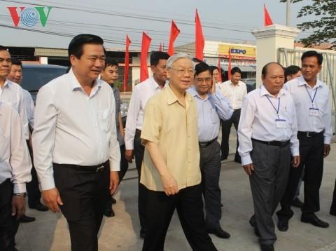 Tổng Bí thư Nguyễn Phú Trọng thăm và làm việc tại tỉnh Long An - ảnh 2