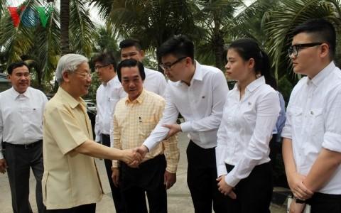 Tổng Bí thư Nguyễn Phú Trọng thăm và làm việc tại tỉnh Long An - ảnh 3