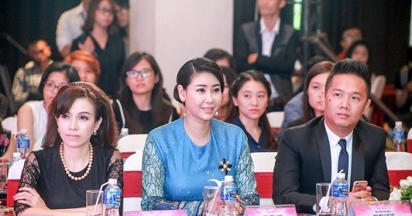 Hoa hậu 'danh gia vọng tộc' Hà Kiều Anh thướt tha với áo dài - ảnh 7