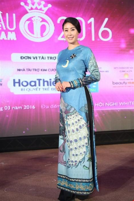 Hoa hậu 'danh gia vọng tộc' Hà Kiều Anh thướt tha với áo dài - ảnh 3