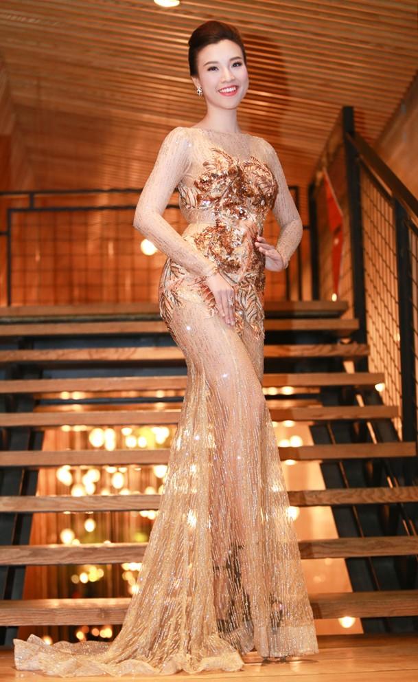 Á hậu Hoàng Oanh trễ nải vòng một, khoe khéo trang sức hàng hiệu - ảnh 6