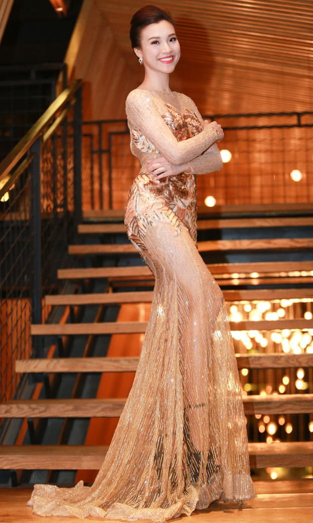 Á hậu Hoàng Oanh trễ nải vòng một, khoe khéo trang sức hàng hiệu - ảnh 5