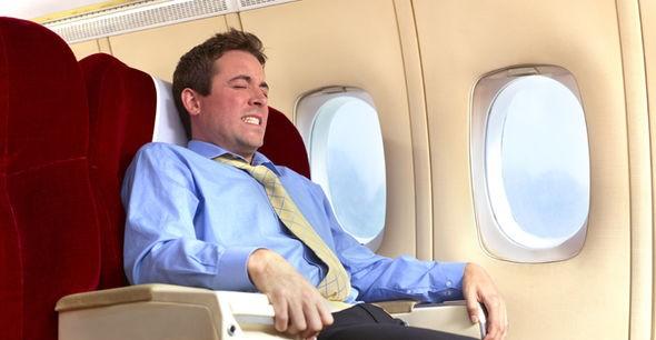 Chỗ ngồi nào có cơ hội sống sót cao nhất khi máy bay gặp tai nạn? - ảnh 2