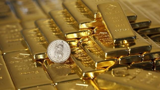 Giá vàng nhảy vọt sau khi FED công bố lãi suất - ảnh 1