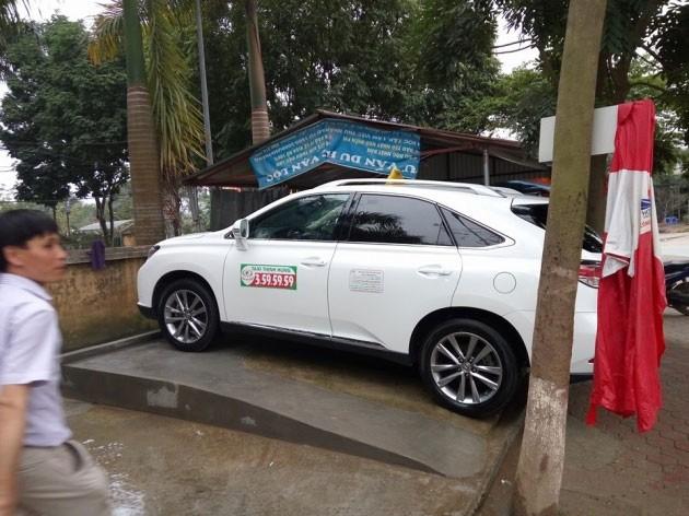 Xe sang Lexus 3 tỷ đồng chạy taxi ở Phú Thọ - ảnh 2