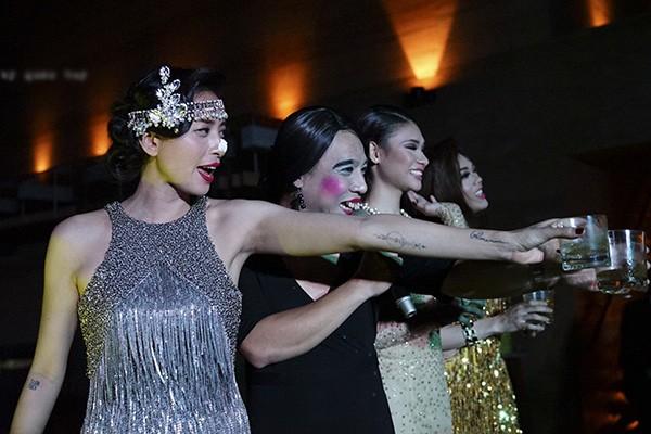 Ngô Thanh Vân sexy với váy tua rua, 'quậy tưng' tiệc sinh nhật - ảnh 3