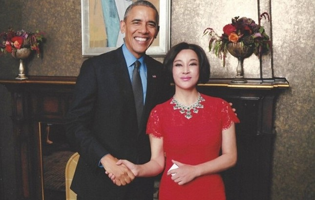 Diễn viên Lưu Hiểu Khánh khoe ảnh thân mật bên Tổng thống Obama - ảnh 1