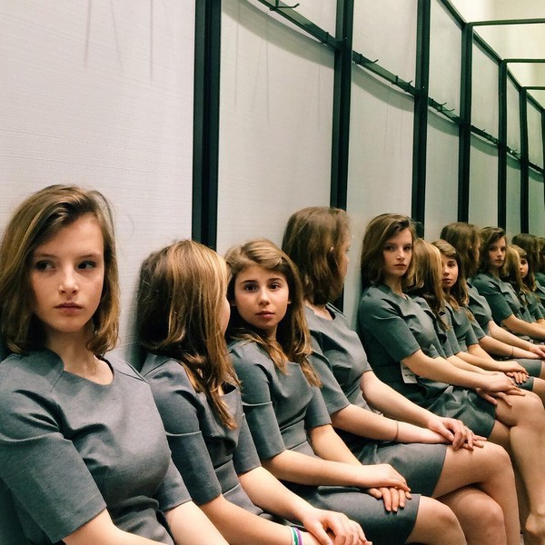 Có bao nhiêu cô gái trong bức ảnh này? - ảnh 1