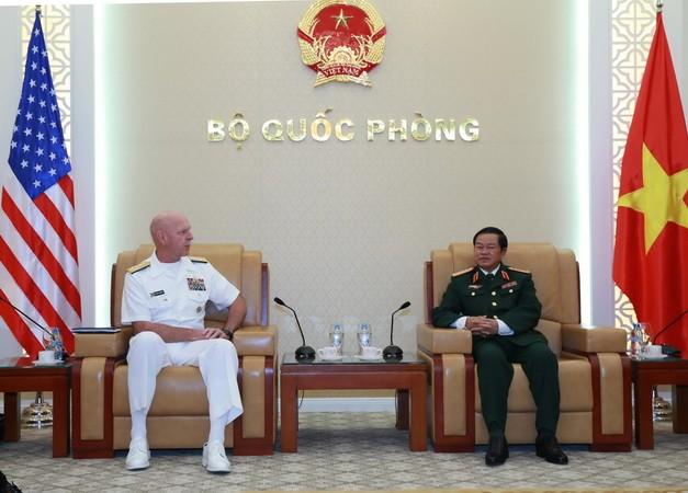 Đại tướng Đỗ Bá Tỵ tiếp Tư lệnh Hạm đội Thái Bình Dương - ảnh 1