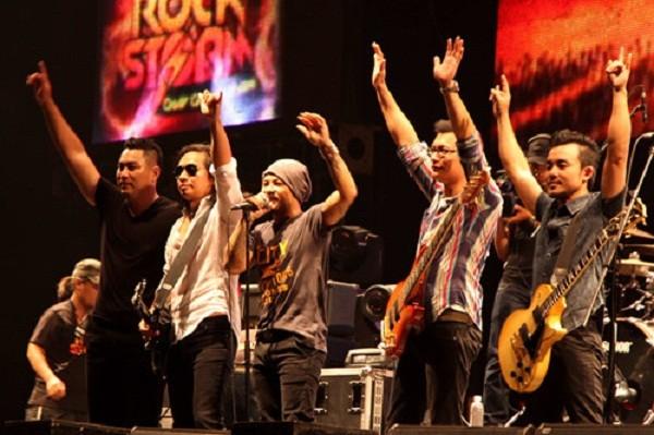 Với những ca khúc 'truyền lửa', Trần Lập được tặng kỷ niệm chương - ảnh 1
