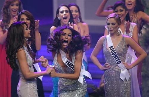 Chân dung Hoa hậu Hoàn vũ Puerto Rico bị 'truất ngôi vì chảnh' - ảnh 2