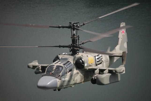 Rút chiến đấu cơ, Nga đưa cặp 'song sát' Ka-52 và Mi-28 đến Syria - ảnh 1