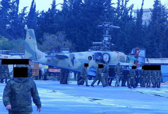 Rút chiến đấu cơ, Nga đưa cặp 'song sát' Ka-52 và Mi-28 đến Syria - ảnh 2