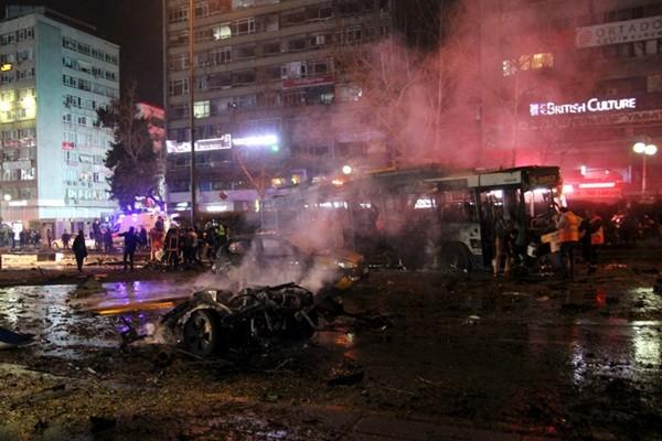 An ninh Thổ Nhĩ Kỳ hỗn loạn sau đánh bom, xả súng liên tục - ảnh 1