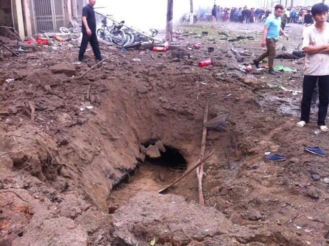 Vụ nổ ở Văn Phú - Hà Đông: Mặt đất rung chuyển, nhà cửa tan hoang - ảnh 2