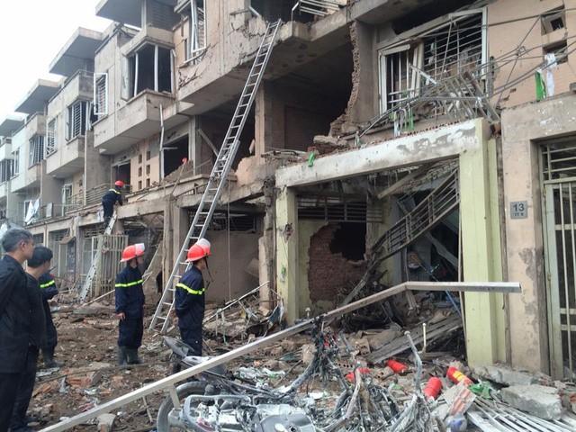 Vụ nổ ở Văn Phú - Hà Đông: Mặt đất rung chuyển, nhà cửa tan hoang - ảnh 3