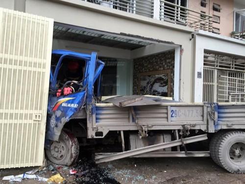 Vụ nổ ở Văn Phú - Hà Đông: Mặt đất rung chuyển, nhà cửa tan hoang - ảnh 5