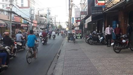Mẹ dũng cảm giằng lại con trên tay tên cướp giữa đường Sài Gòn - ảnh 1