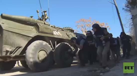 Phóng viên Nga 'hú vía' vì bị pháo kích gần biên giới Thổ Nhĩ Kỳ - ảnh 1