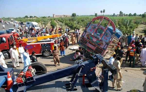 1 ngày 3 vụ tai nạn khiến 50 người thương vong ở Pakistan - ảnh 1