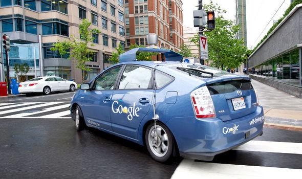 Xe tự lái của Google đã gây tai nạn đầu tiên, tông vào xe buýt - ảnh 1