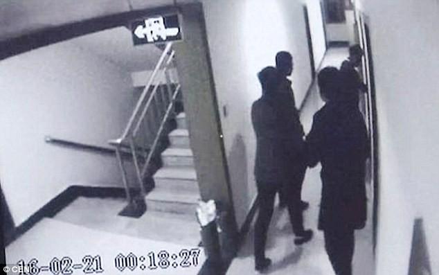 4 thiếu niên chơi oẳn tù tì chia lượt cưỡng hiếp cô gái 15 tuổi - ảnh 4