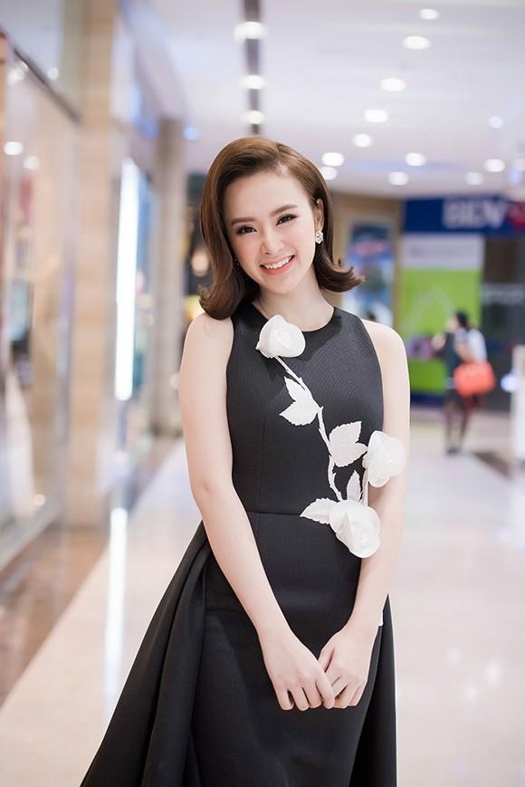 Angela Phương Trinh khoe nhan sắc rực rỡ, chinh phục fan Hà Nội - ảnh 2
