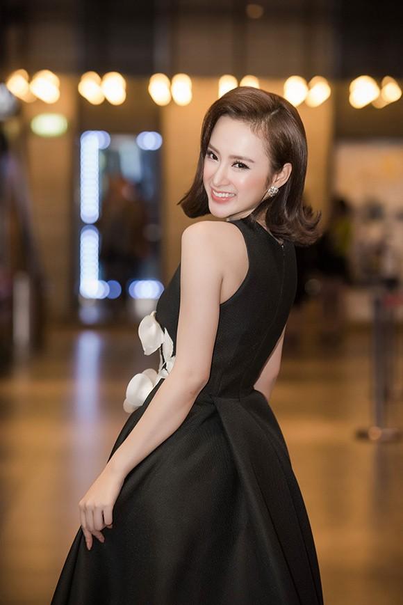 Angela Phương Trinh khoe nhan sắc rực rỡ, chinh phục fan Hà Nội - ảnh 4