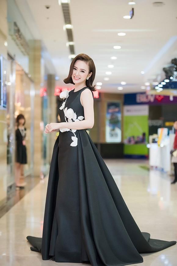 Angela Phương Trinh khoe nhan sắc rực rỡ, chinh phục fan Hà Nội - ảnh 3