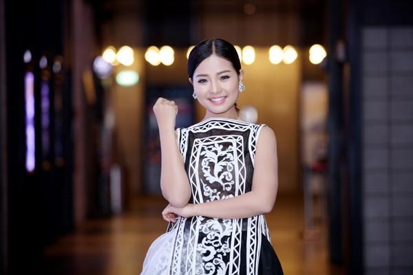 Angela Phương Trinh bối rối vì Trường Giang mạnh bạo 'tấn công' - ảnh 5