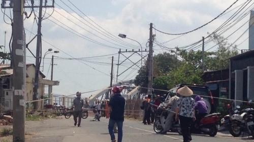 Cầu Ghềnh trăm tuổi bị sà lan húc sập, tuyến đường sắt tê liệt - ảnh 2