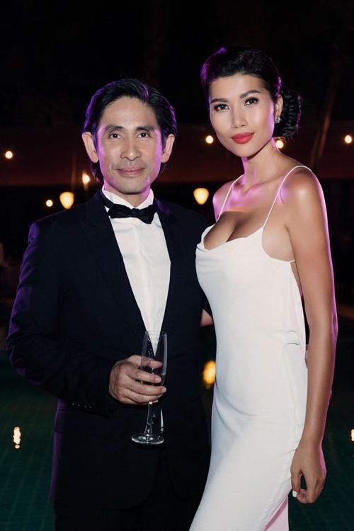 Trang Lạ gợi cảm bên chồng Việt kiều trong hôn lễ ở biệt thự - ảnh 2