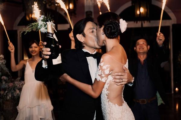 Trang Lạ gợi cảm bên chồng Việt kiều trong hôn lễ ở biệt thự - ảnh 8