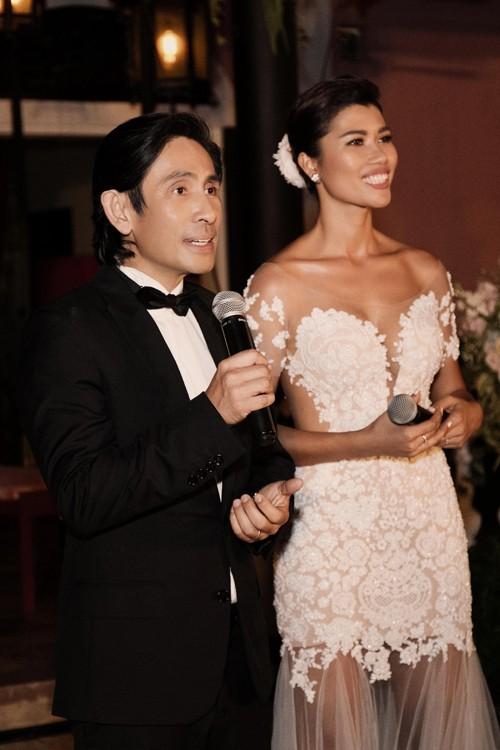 Trang Lạ gợi cảm bên chồng Việt kiều trong hôn lễ ở biệt thự - ảnh 4
