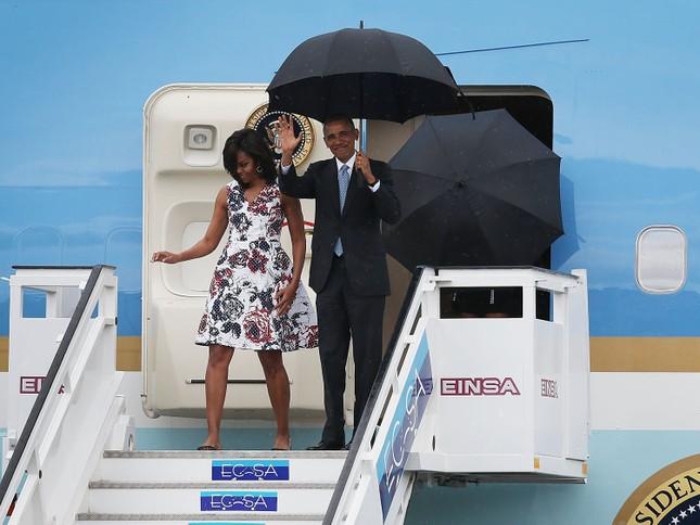 Ông Obama đặt chân đến Cuba, bắt đầu chuyến thăm lịch sử [VIDEO] - ảnh 1