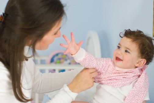 Mách mẹ cách chăm sóc và phòng bệnh cho trẻ khi trời nồm - ảnh 2