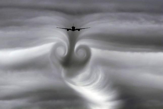 Máy bay Flydubai đã bị cuốn vào 'luồng khí quyển hẹp'? - ảnh 1