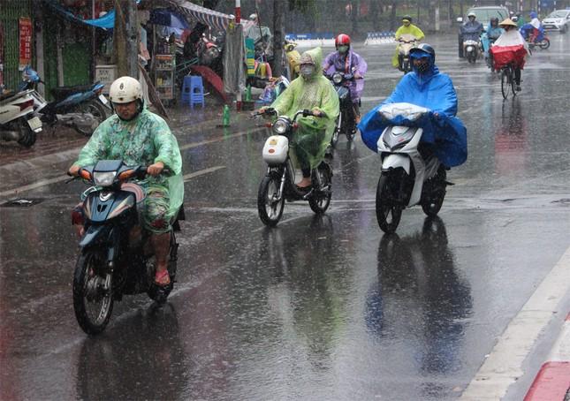 Dự báo thời tiết: Không khí lạnh tràn về, mưa to trên diện rộng - ảnh 1
