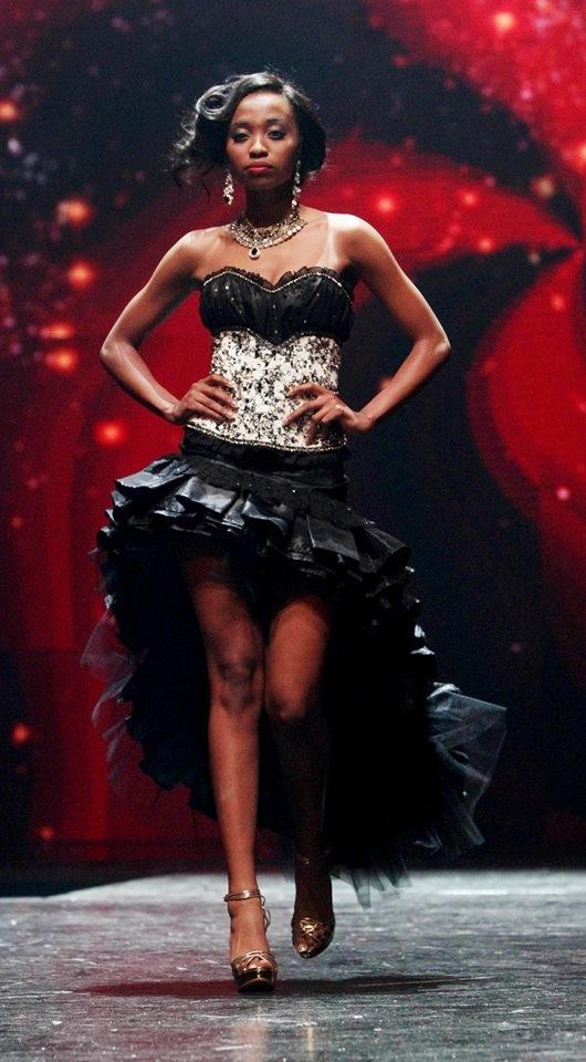 Nhan sắc xấu lạ khiến fan 'dậy sóng' của Tân Hoa hậu Nam Phi 2016 - ảnh 8