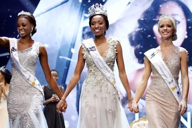 Nhan sắc xấu lạ khiến fan 'dậy sóng' của Tân Hoa hậu Nam Phi 2016 - ảnh 7